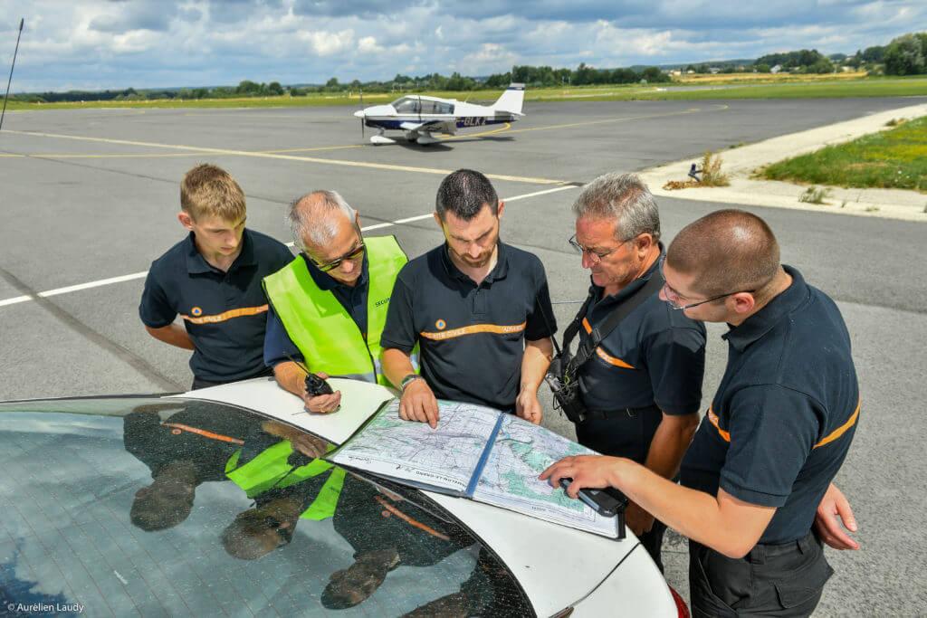 coordination des équipes de recherche sur le terrain